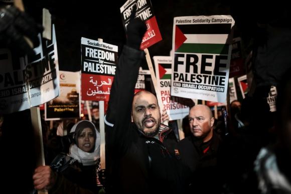 Manifestantes protestan tras la decisión de Trump. Foto: AFP