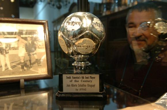 El trofeo perteneció a Juan Alberto Schiaffino. Foto: Archivo El País