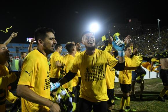 Gastón Guruceaga festejando el título del Uruguayo