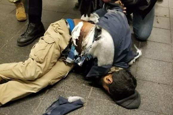El autor de la explosión en NY. Foto: Twitter @NYCityAlerts