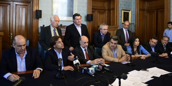 Legisladores de la oposición enviaron una carta al presidente Vázquez. Foto: Marcelo Bonjour