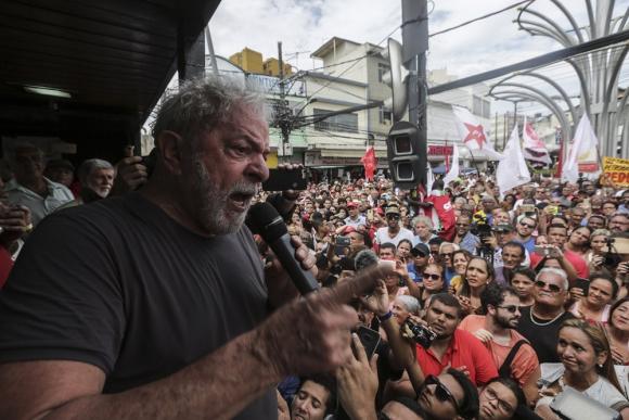 Lula de Silva en Fluminense, una de las zonas más castigadas por la violencia en Rio. Foto: EFE