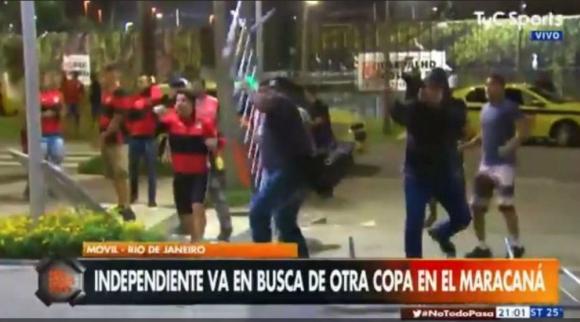 Incidentes en la puerta del hotel donde se aloja Independiente