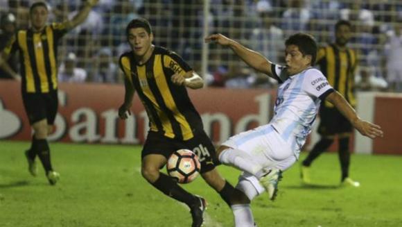 Peñarol contra Atlético Tucumán