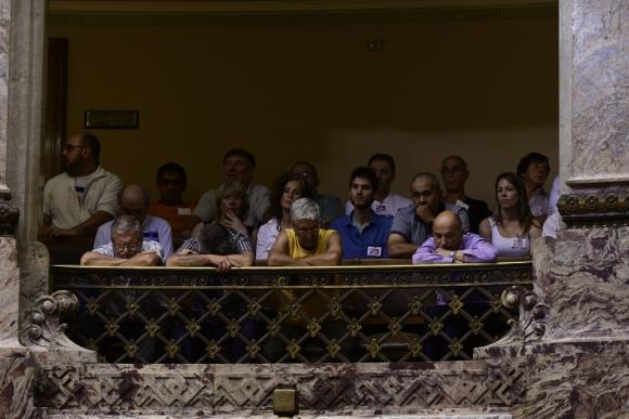 Los grupos de cincuentones han exteriorizado sus reclamos en el Palacio Legislativo. Foto: M. Bonjour