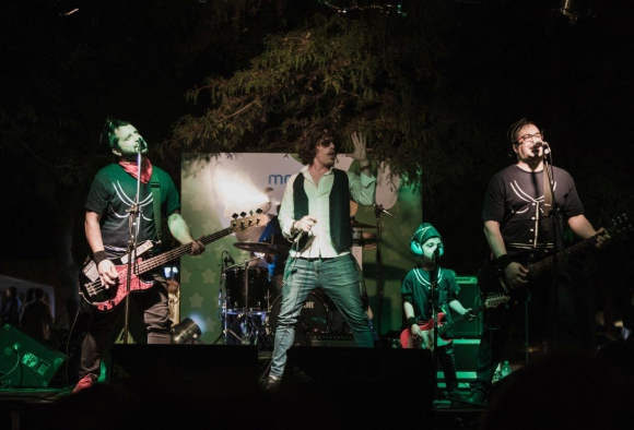 Azafatas en el escenario. Foto: Nicolás Paulis