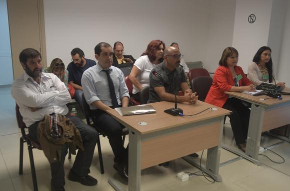 Los dirigentes del Pit-Cnt y su abogado durante una de las jornadas del juicio. Foto: F. Flores