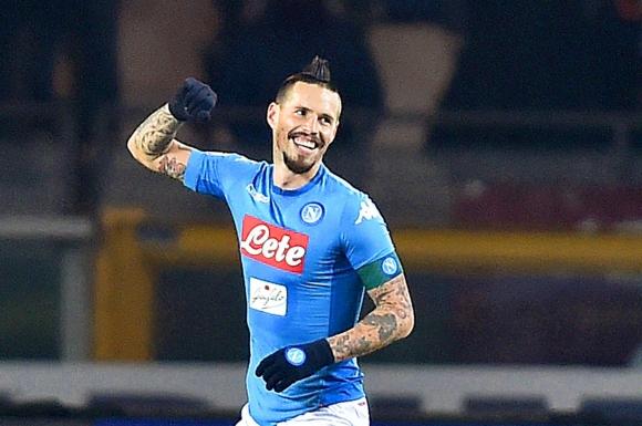 Marek Hamsik festejando el gol de Napoli. Foto: EFE
