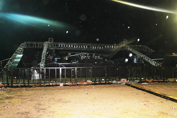 El escenario derrumbado. Foto: semanariolaprensa.com