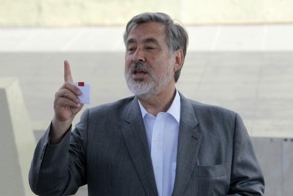 Alejandro Guillier llamó a felicitar a Piñera por la victoria. Foto: AFP