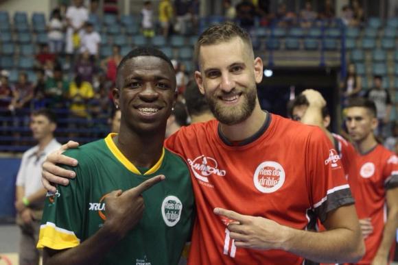 Vinicius Jr. y Alexandre de los Santos. Foto: Instagram @xandedelos
