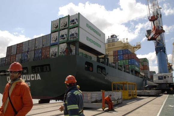 Rendición: la tasa consular aumentará en enero próximo. Foto: archivo El País