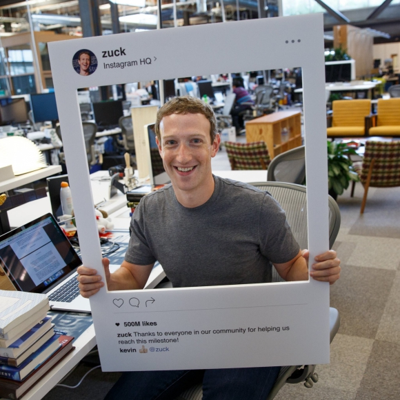 La computadora de Mark Zuckerberg tiene la webcam tapada