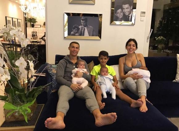 Cristiano Ronaldo y su familia: los cuatro hijos y la pareja, Giorgina Rodríguez. Foto: @georginagio