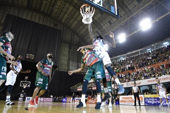 Goes se llevó el clásico contra Aguada en el Palacio Peñarol. Foto: Fernando Ponzetto