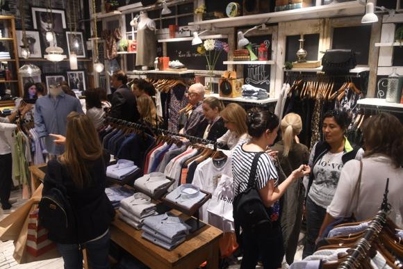 Consumo activo: pese a la baja en confianza, se sigue gastando. Foto: A. Colmegna