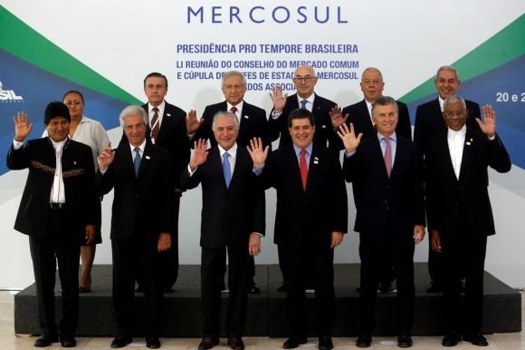 La típica foto de los presidente del Mercosur, donde Brasil pasó la presidencia a Paraguay. Foto: Reuters