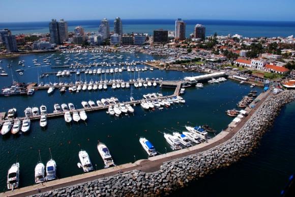 El puerto ya recibe una fuerte demanda de amarras. Foto: R. Figueredo