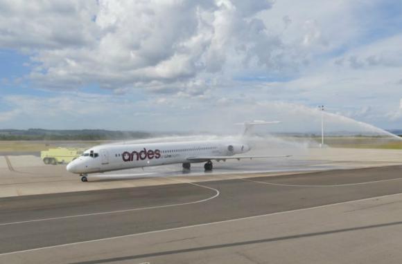 Arribo: el vuelo inaugural de Andes llegó a Laguna del Sauce. Foto: R. Figueredo