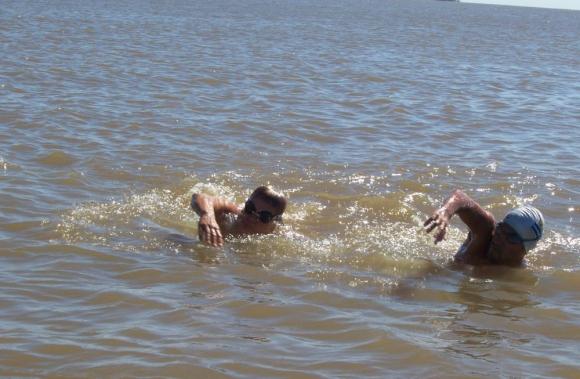 En aguas abiertas: competirán uruguayos y argentinos. Foto: Archivo