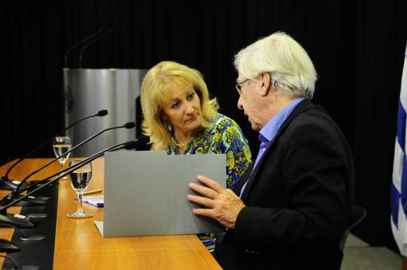 Los ministros Astori y Cosse serán los primeros en ser citados al Parlamento. Foto: M. Bonjour