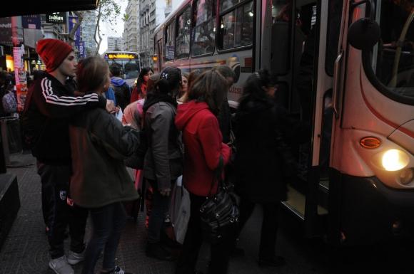 Transporte: podría subir el boleto abonando en efectivo. Foto: F. Ponzetto