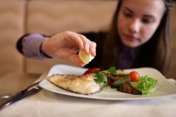 Comer pescado favorece la inteligencia de los niños