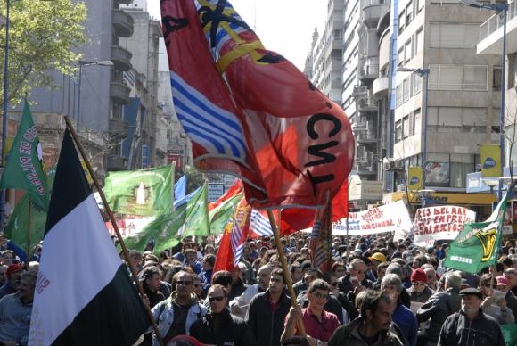 El Pit-Cnt se aferra a que si crece el PIB deben subir los sueldos. Foto: Archivo El País