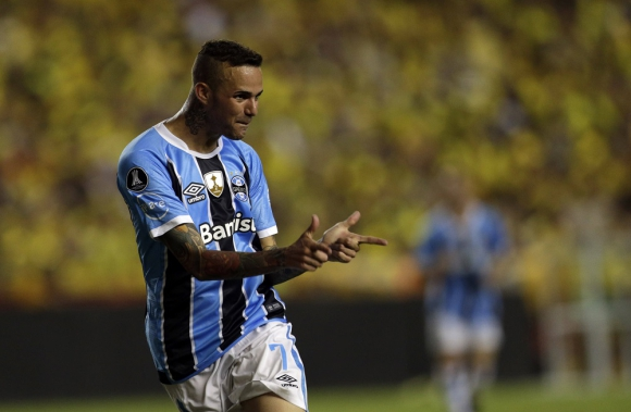 Luan festeja el gol de Gremio. Foto: Archivo El País