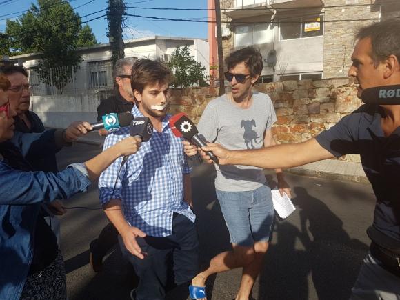 El joven agredido también concurrió a declarar. Foto: Marcelo Gallardo