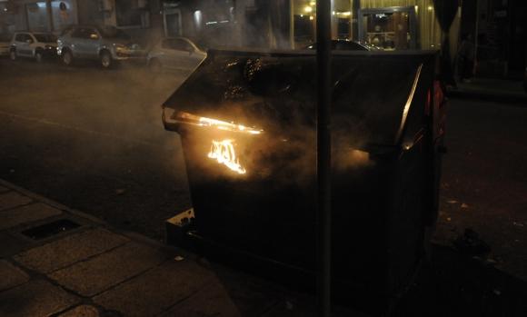 Más de 120 contenedores fueron incendiados durante las fiestas. Foto: Archivo