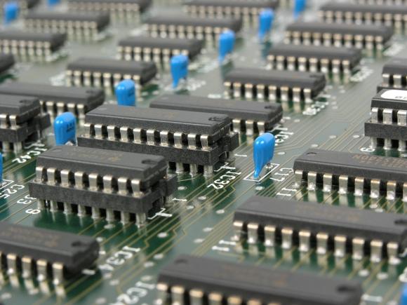 El fallo estaría en el hardware de Intel con tecnología x86-64, según el informe. Foto: Pixabay