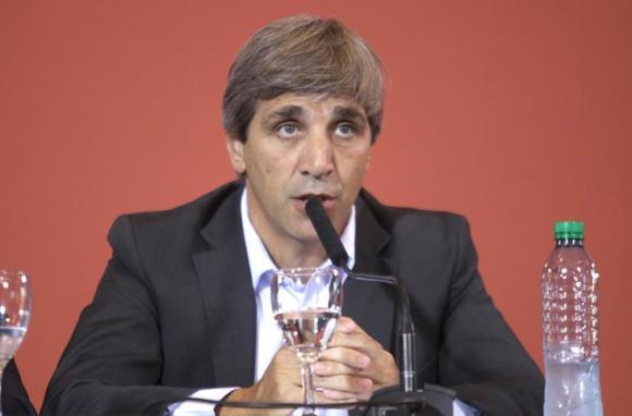 Caputo destacó que bajaron los costos de financiamiento. Foto: EFE