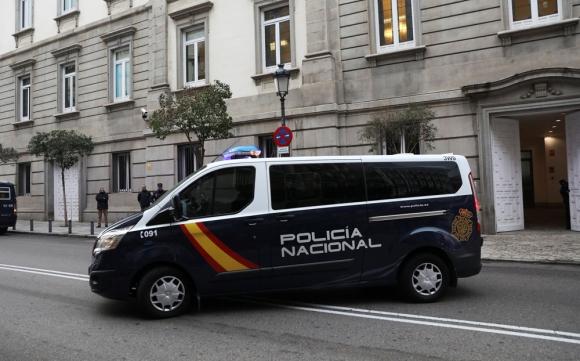 La Policía traslada al exvicepresidente catalán, Oriol Junqueras. Foto: Reuters