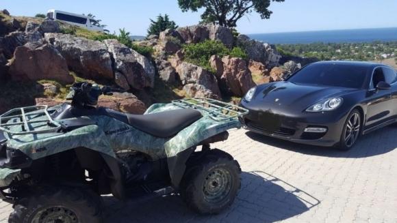 Parte de los vehículos incautados al sindicalista y empresario en el balneario esteño. Foto. Ministerio del Interior