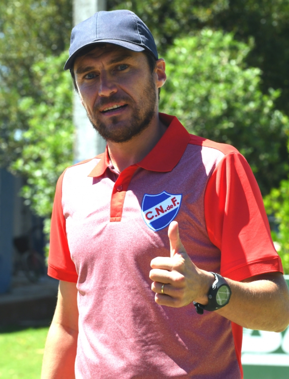 Alexander Medina en el entrenamiento de Nacional. Foto: Ariel Colmegna