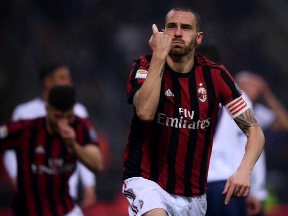 Leonardo Bonucci festejando el gol del Milan. Foto: AFP