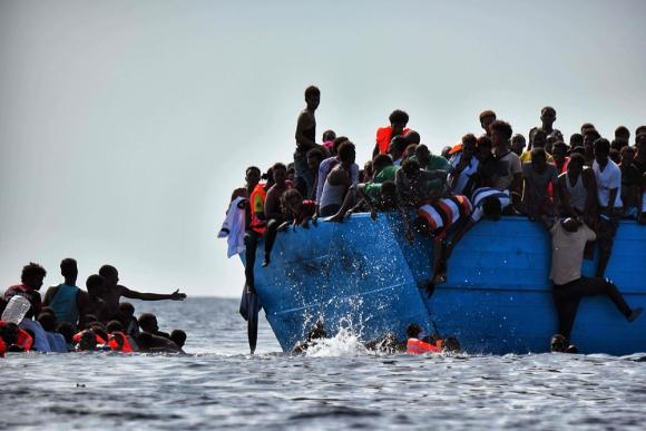 64 muertos — Naufragio en Mediterráneo