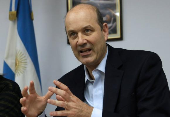 Argentina redujo la tasa de interés a 28%