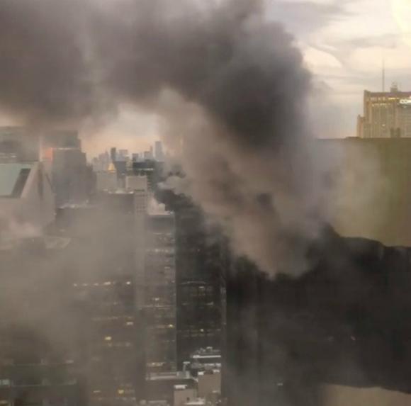Imagen del incendio en la Torre Trump. Foto: Reuters.