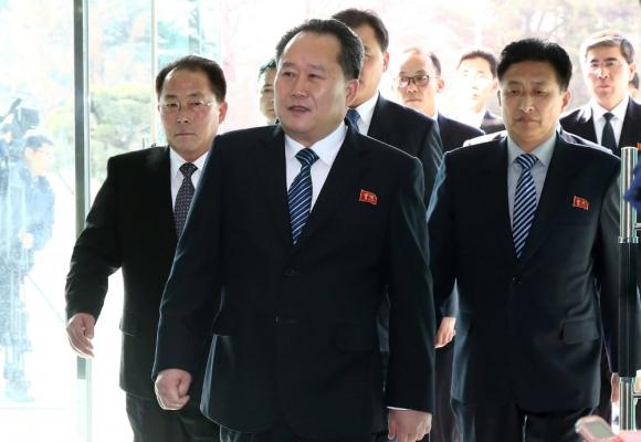 Ri Son-Gwon, jefe de la delegación norcoreana, llega a la reunión con Corea del Sur. Foto: Reuters.