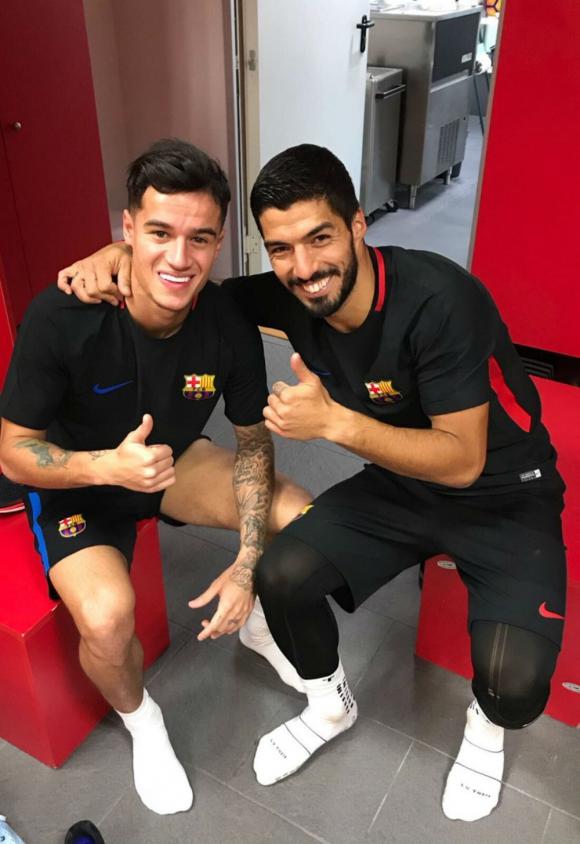 Luis Suárez le dio la bienvenida a Philippe Coutinho