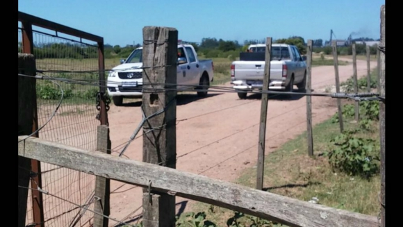La Policía de treinta y Tres trabaja en el lugar del crimen. Foto: Néstor Araújo.