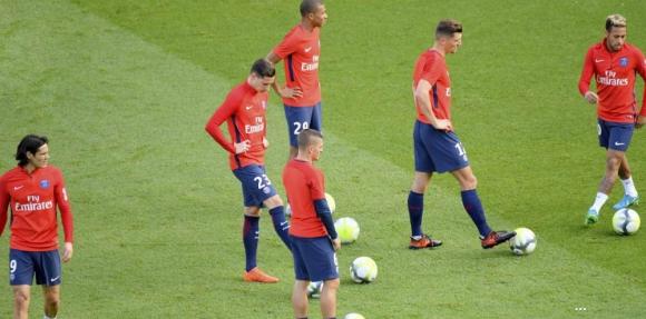 División en el vestuario del PSG, dijo la prensa francesa