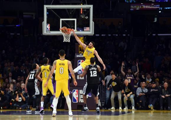 Los Ángeles Lakers vencieron a San Antonio Spurs. Foto: AFP.