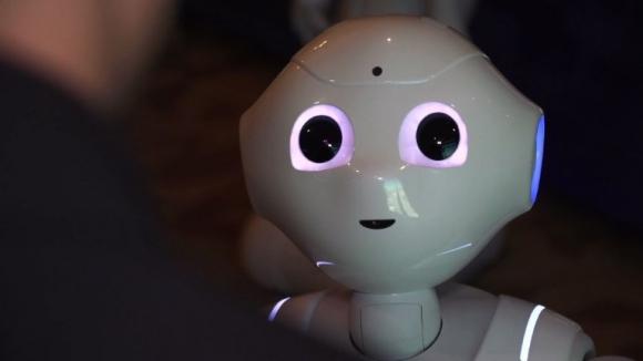 Pepper, la robot capaz de leer emociones. Foto: AFP