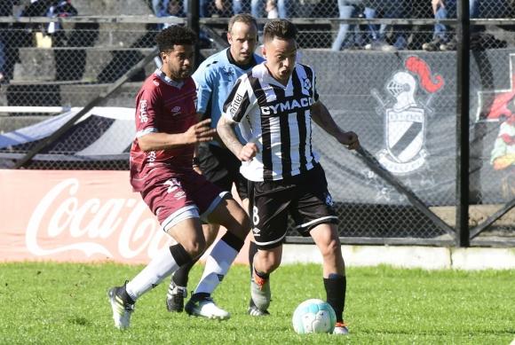 Adrián Colombino en el partido entre Wanderers y Danubio. Foto: Marcelo Bonjour