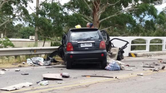 Accidente fatal entre un auto y un ómnibus en ruta 5.