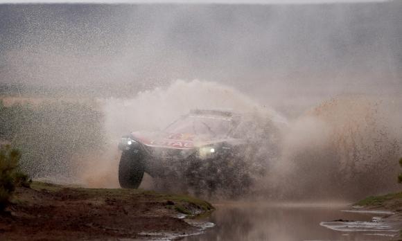 Carlos Sainz en la etapa disputada en Bolivia. Foto: EFE