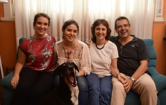 La familia Salgueiro-Ruiz está hace dos años haciendo su árbol. Foto: M. Bonjour